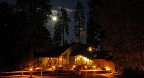 Black-Butte-Ranch_Lodge-winter-moon-KTKKateThomasKeown-DSC_7279