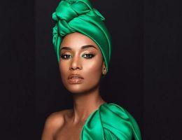 Zozibini Tunzi, Miss Universe 2019 en foulard africain