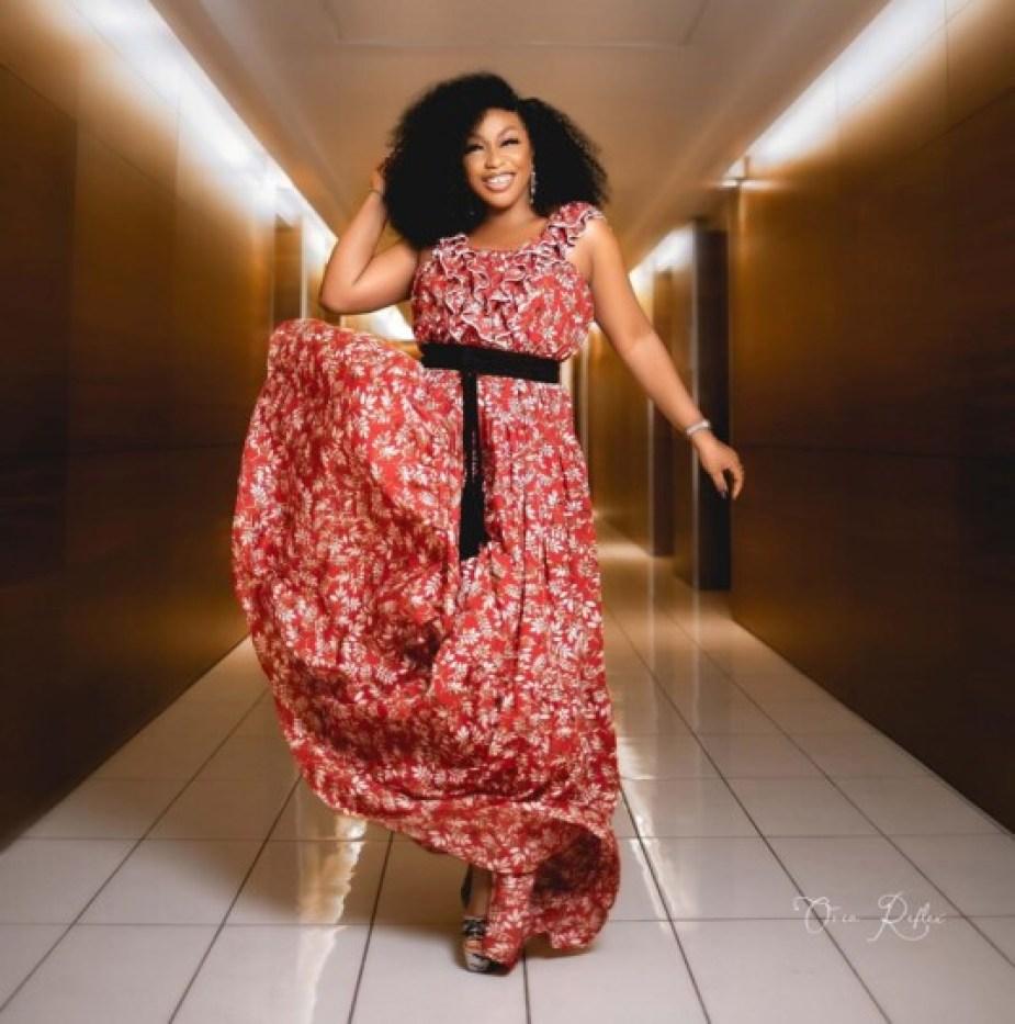 Rita Dominic (actrice, Nigéria) en mode afro lâché