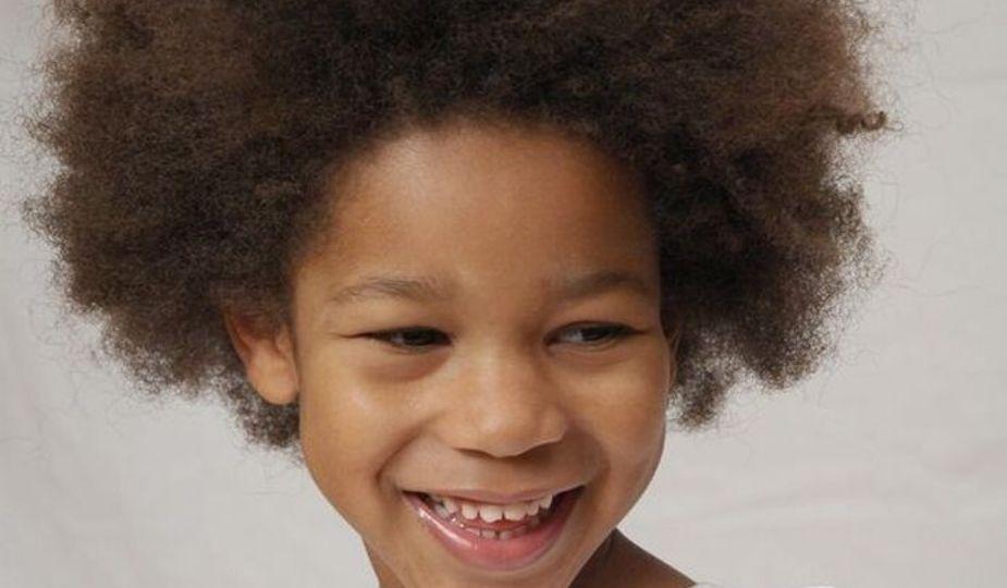 Enfants sur Dzaleu.com : fillette africaine en afro