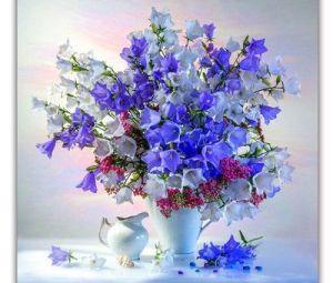 Broderie diamant motifs fleurs bleues déco
