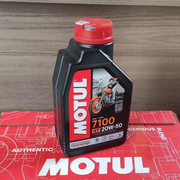 Масло Motul 7100 20W50 4Т 1л синтетическое моторное для мотоциклов 104103