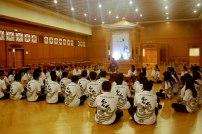滿慧法師為學員們講解茶禪程序。