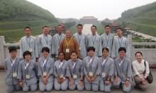 師生合照於大覺寺大雄寶殿成佛之道