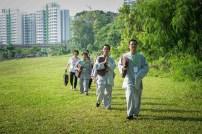 同学到户外一起参与禅修