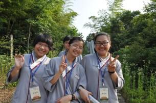 2014-06-11-馬來西亞同學來訪,爬觀心亭下山途中