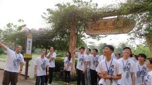 佛學院學生帶領營員『巡山禮圣』