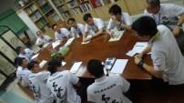 營員們在分組討論中分享自己的故事