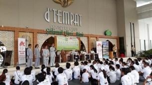 同學在馬六甲分會「地球是我家」義走活動開始前,分享他們的學習心得。