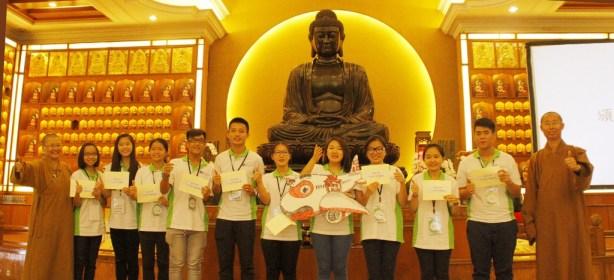 在總住持的報告下,星雲大師特別獎勵10位三好領袖模範代表回台灣參學的來回機票,這是營員們意想不到的收穫。