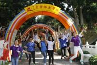 新民國民型中學老師與同學們參加攜手同圓于佛教之光興奮合影