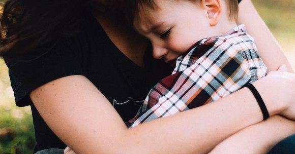 5 dowodów naukowych potwierdzających, że bliskość rodzica jest podstawą harmonijnego rozwoju dziecka