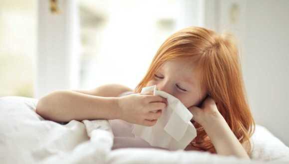 Pierwsze przeziębienia u dziecka – jak sobie z nimi radzić?