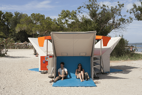 pop-up-beach-library-by-matali-crasset-03