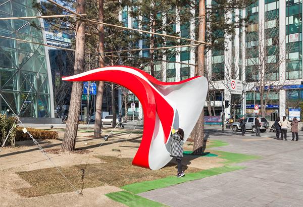 interactive-sculpture-seoul-yobosayo-05