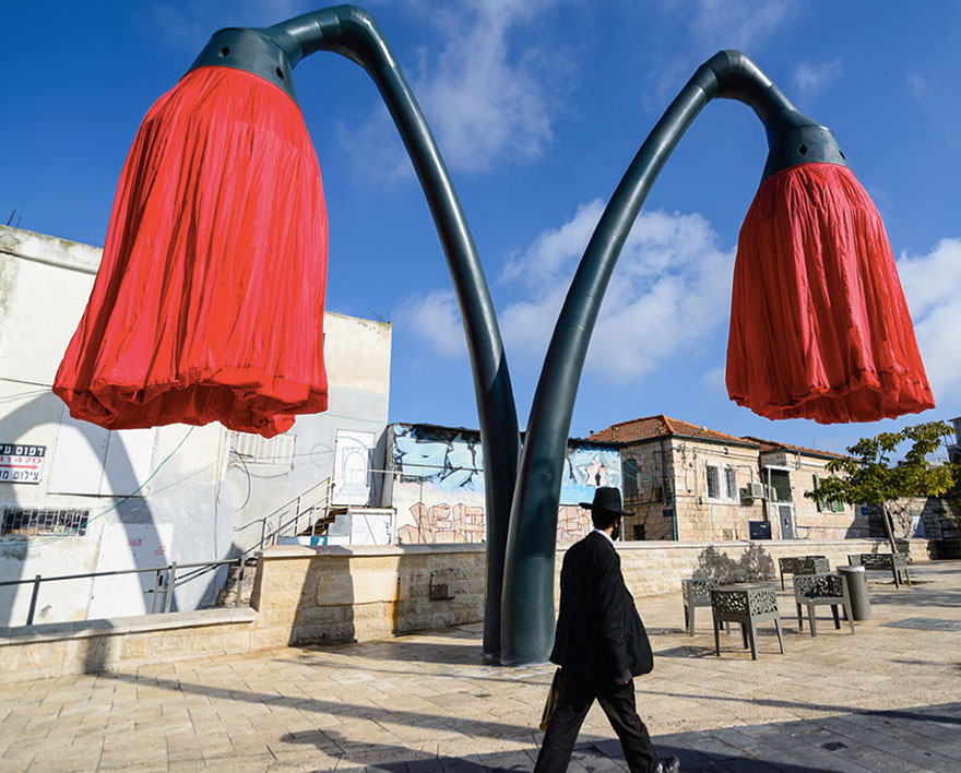 Inflating flowers warde by HQ Architects in Jerusalem - 05
