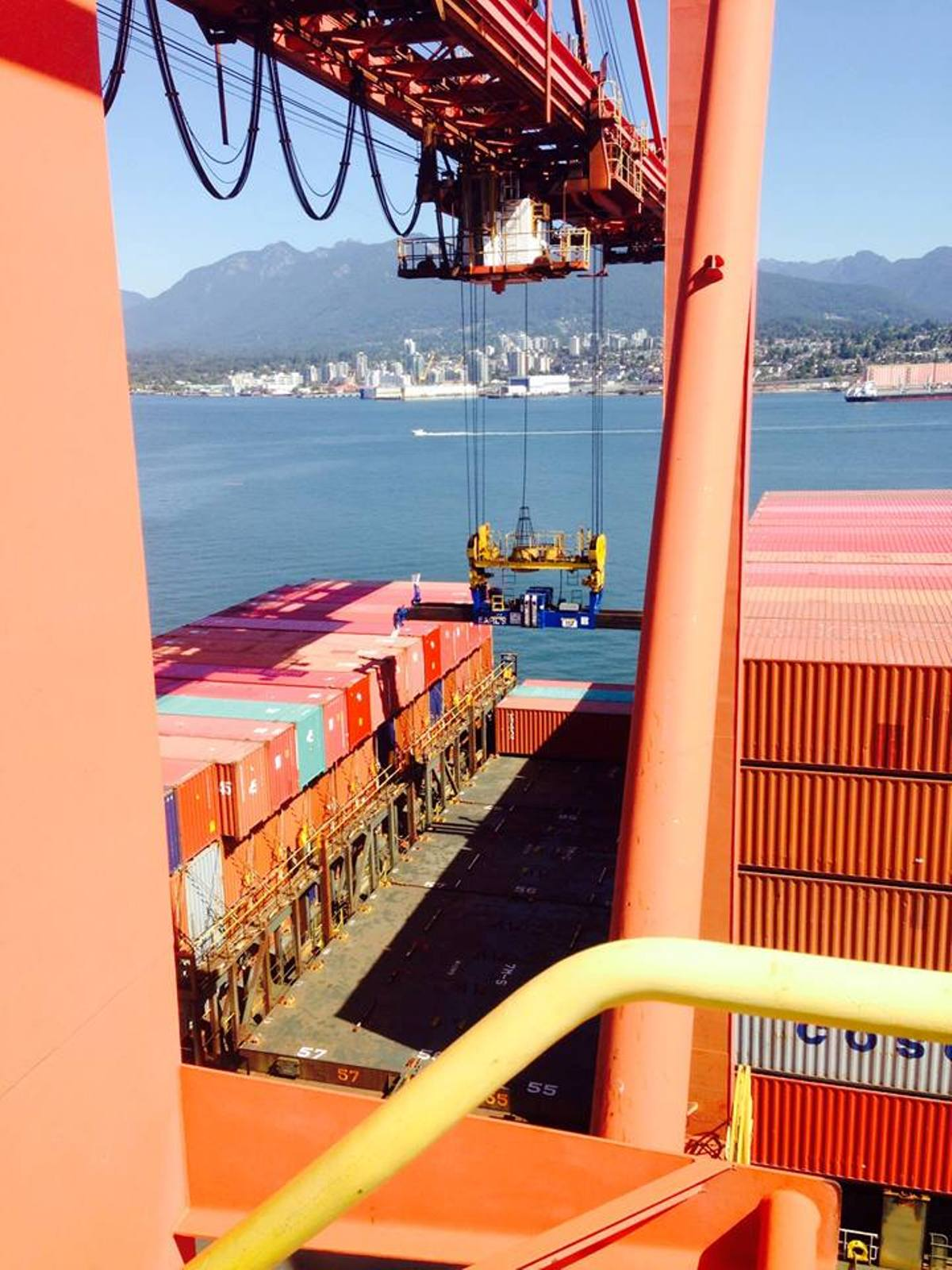 Nour Bishouty - Loading containers at Port Vancouver - 04