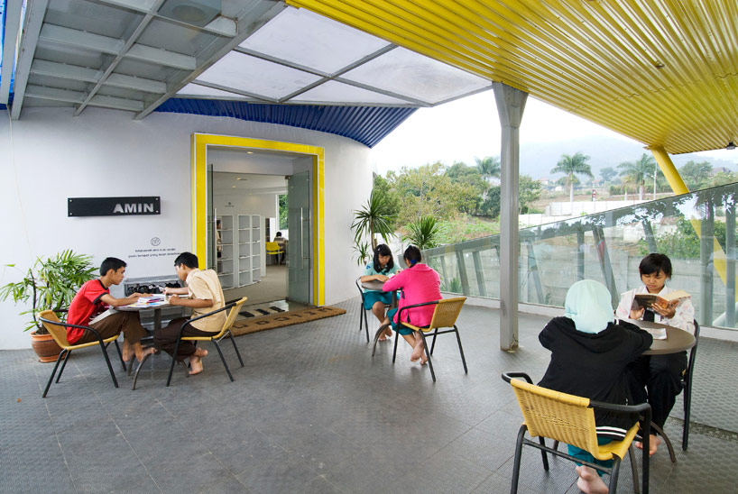 Shipping container library and clinic in Indonesia designed by DPavilion Architects - 08