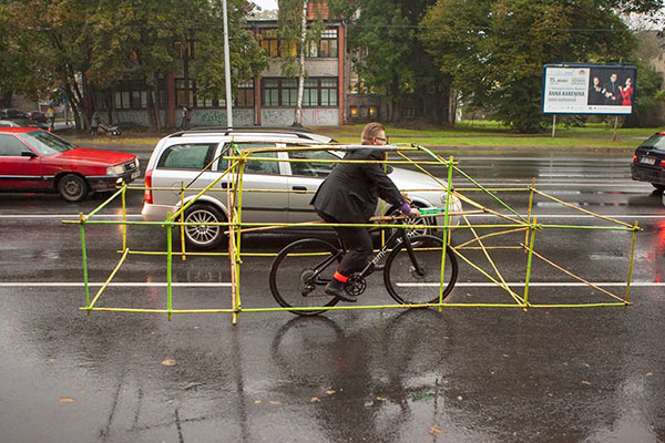 cyclists-car-frame-latvia-riga-03