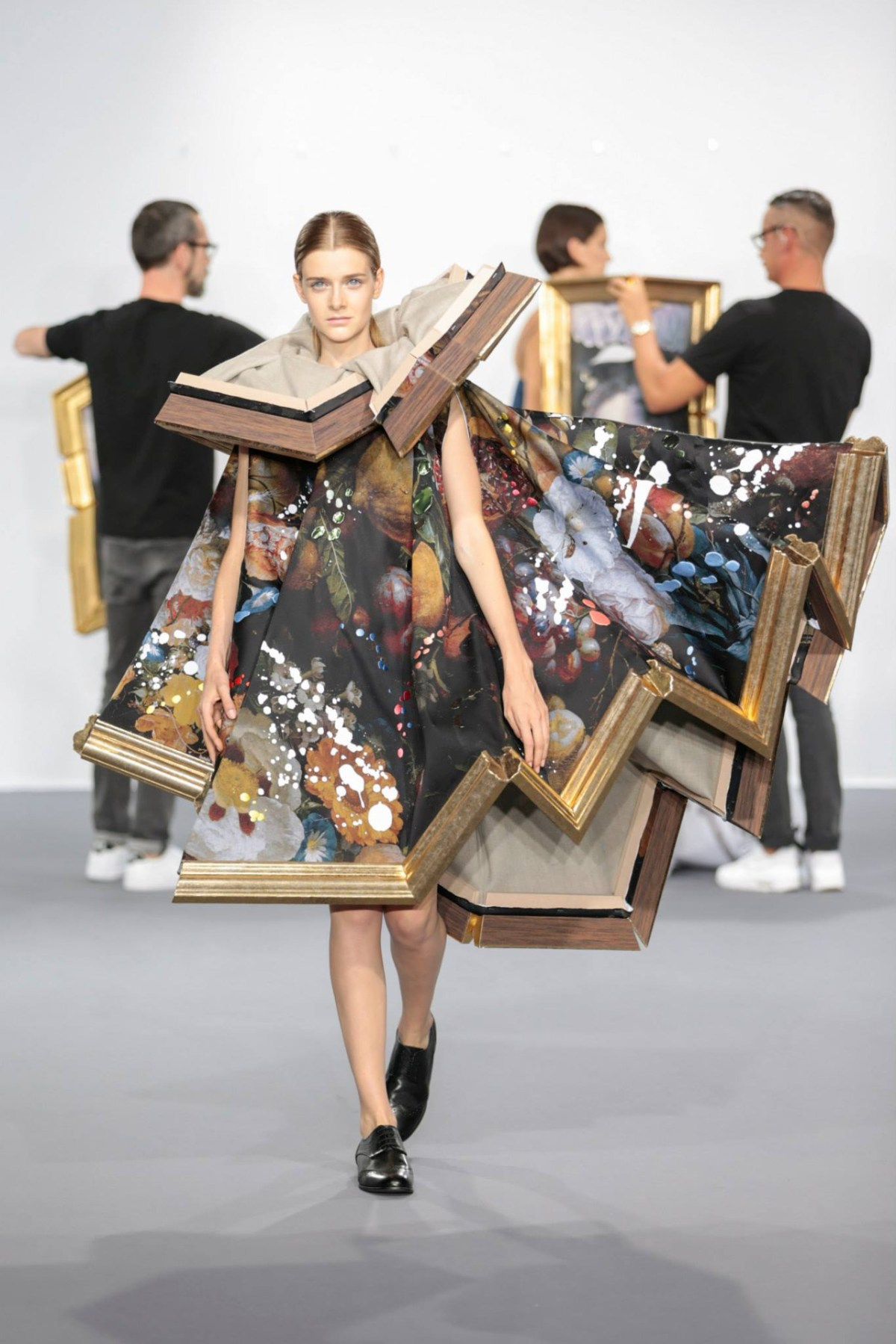 framed-painting-clothing-by-duthc-designer-viktor-and-rolf-06