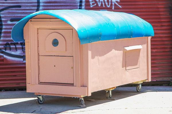 gregory-kloehn-turns-trash-into-shelters-for-the-homeless-03