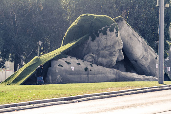 outdoor-human-sculpture- Feltépve-04