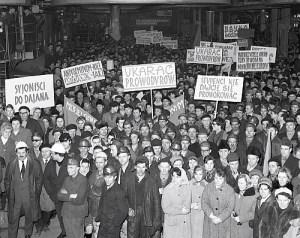 Wiec w fabryce 1968 r.- wydarzenia marca 1968 r. PAP/CAF/Henryk Rosiak 195761 k3 Henryk Rosiak