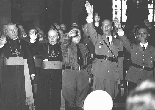 Znalezione obrazy dla zapytania krzyż i swastyka - zdjęcia
