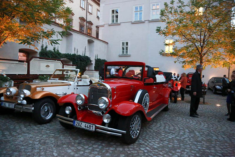 Prague: A ride in historical cars