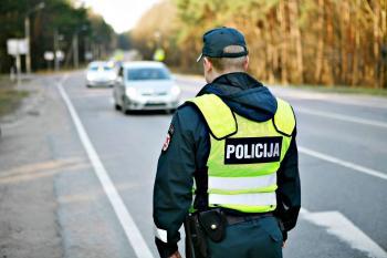 Vairuojantys be teisių pavojingi keliuose