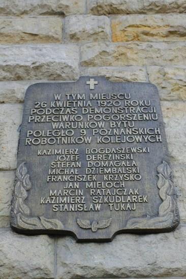 Kaczyński, ofiara chłopów: tablica na zamku w Poznaniu. Źródło: http://poznan.naszemiasto.pl