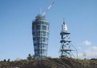 江ノ島旧灯台と新しい灯台