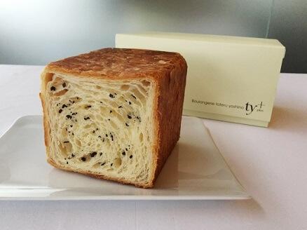 タテル ヨシノ プリュス パンのフェス会場限定パン「パン ド ミ フィユテ トリュフ」イメージ