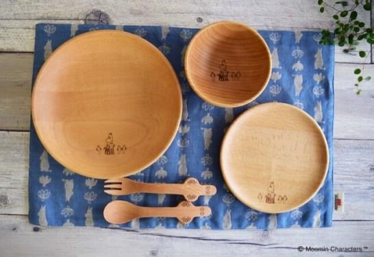 やさしい木のぬくもりのお皿をムーミンショップなどで6月下旬から販売開始