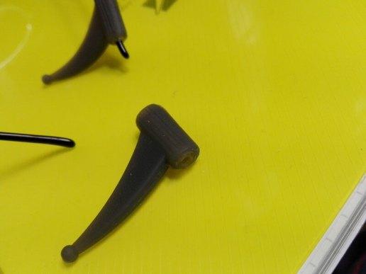 ダイソーのメガネストッパーをツルの細い眼鏡で使う