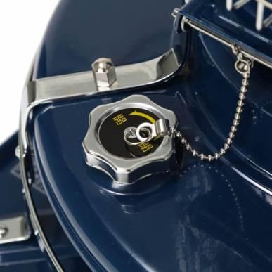<給油口> 給油口のふたを開け灯油を給油します。