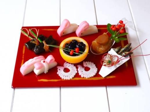 100円おせちを盛り付けたワンプレートおせち(例)