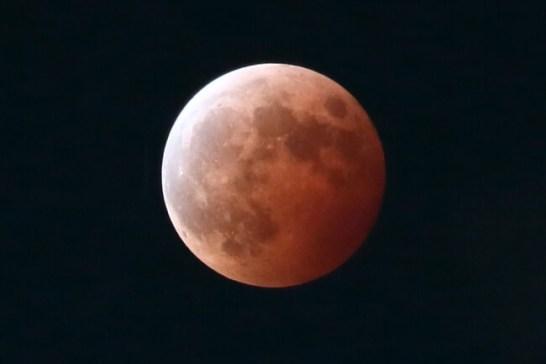 皆既月食(2014年撮影)