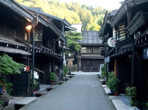 美しい、高山の古い町並み。翌日は観光もおすすめ。