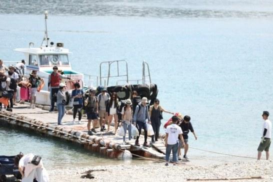 島へは渡船サービスを利用してアクセス