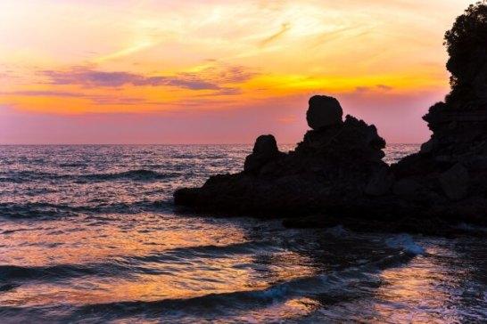 人形岩(西方海岸)【鹿児島県】