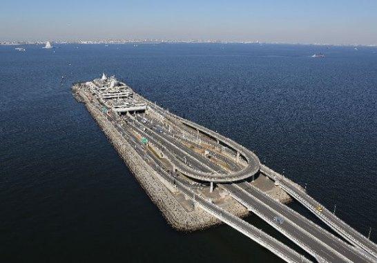東京湾アクアラインと海ほたる