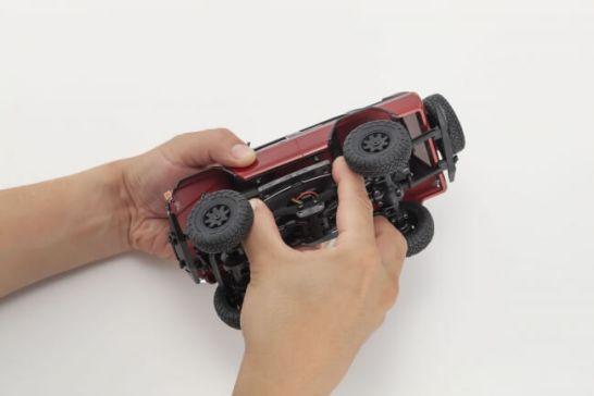 ワイヤーのテンションによってボディを留める方式を採用した新設計のワンタッチボディマウント。工具を使うことなく、誰でも簡単にボディの脱着が可能。