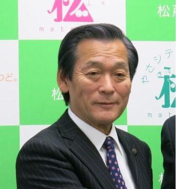 本郷谷健次市長