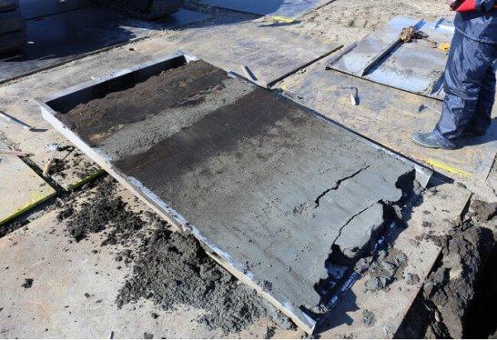 仙台平野から見つかった津波堆積物(写真提供:産業技術総合研究所)