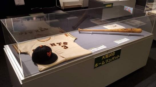 長嶋茂雄選手のユニホームや天覧試合でのホームランバットの展示