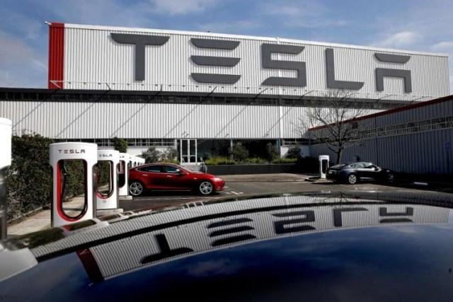 Tesla возобновит работу завода в Калифорнии