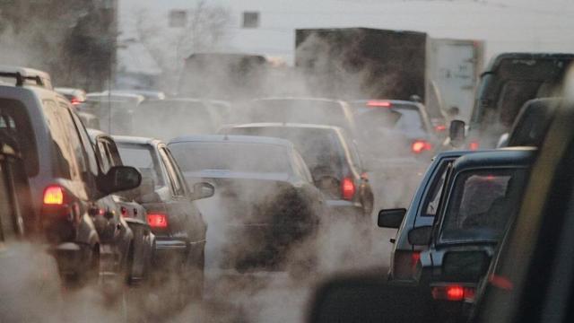 Топливные автомобили в России предлагают запретить