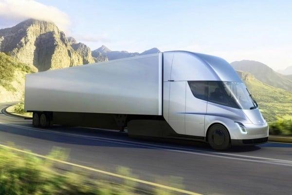 Полноценный выход в серию электрогрузовиков Tesla Semi уже близко