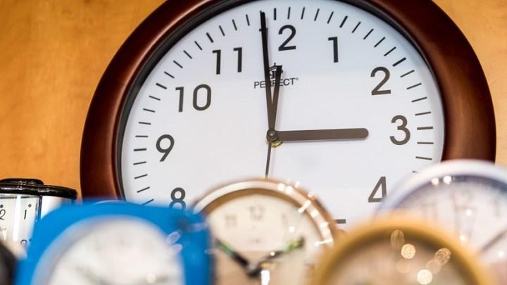 W nocy z soboty na niedzielę zmieniamy czas na letni i pośpimy krócej
